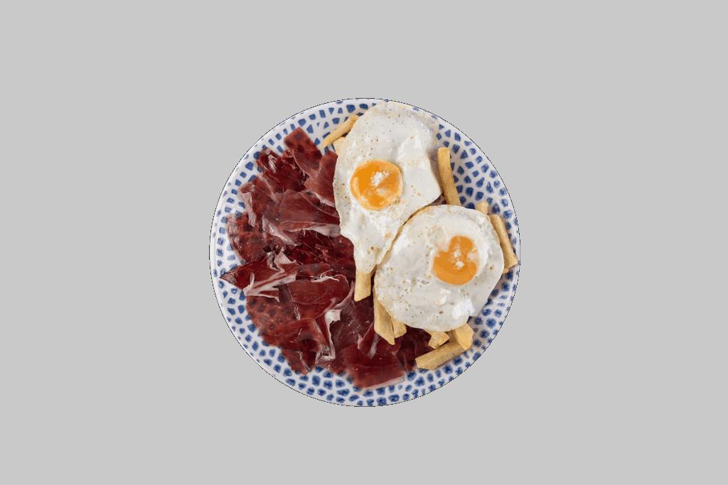 Huevos fritos con jamón ibérico y papas fritas